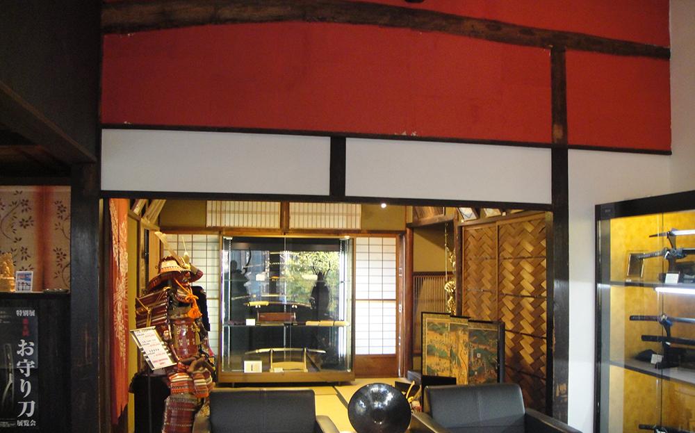 聖護院店二階の刀剣や甲冑を展示している部屋