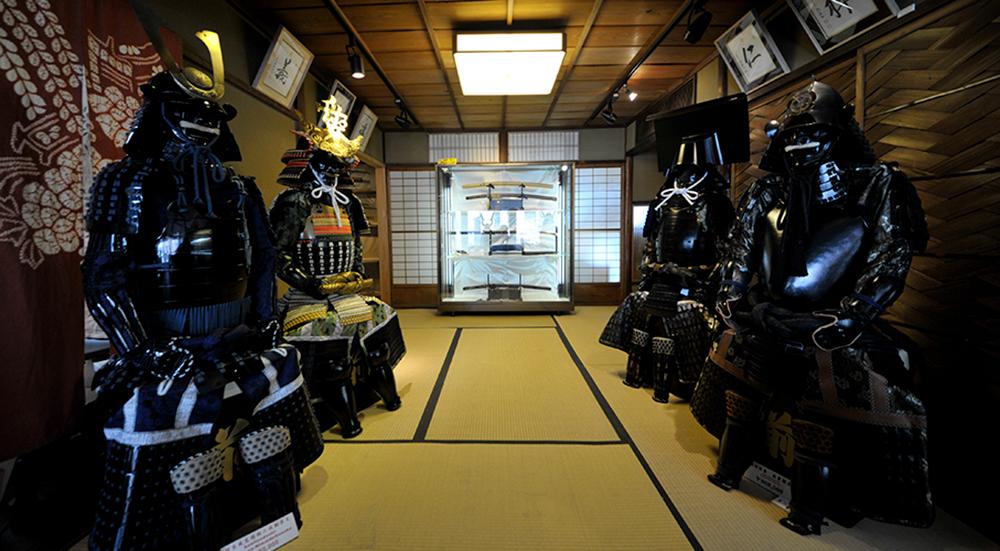東山堂聖護院店二階、刀剣甲冑展示室